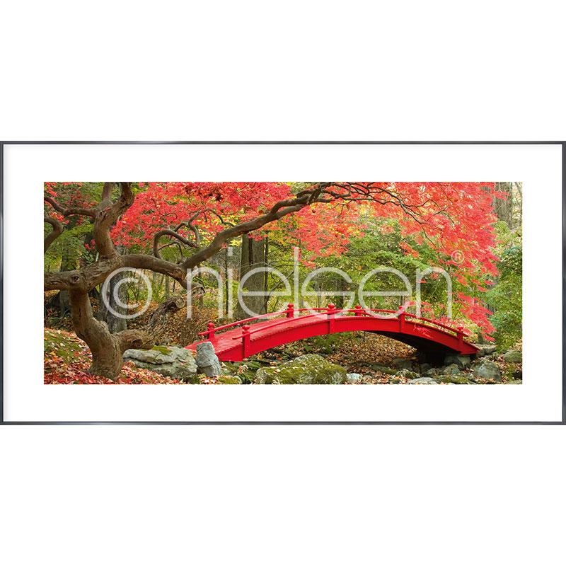 Gerahmte Kunst Bridge in red mit Aluminium Bilderrahmen Alpha
