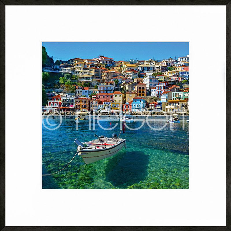 Gerahmte Kunst Parga Boat Greece mit Aluminium Bilderrahmen C2