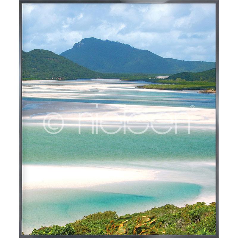 Gerahmte Kunst White Haven Beach mit Aluminium Bilderrahmen Alpha