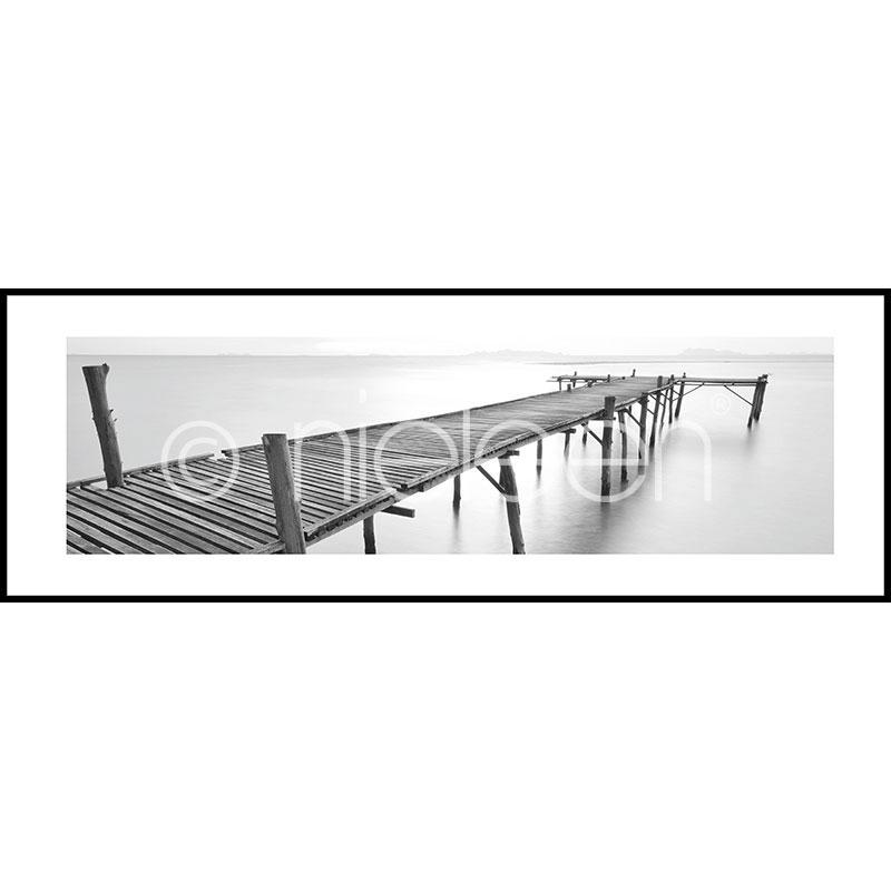 Gerahmte Kunst Footbridge black and white mit Aluminium Bilderrahmen C2